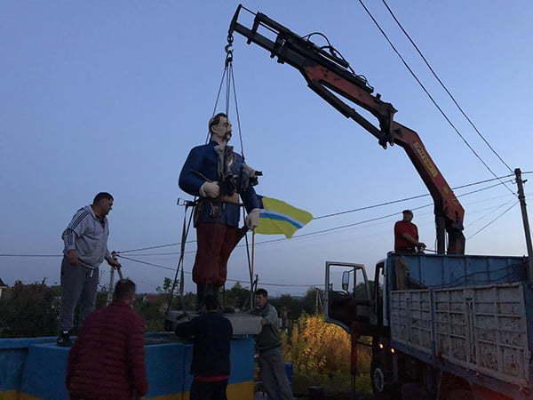 Установка памятника Казаку (14.10.20)
